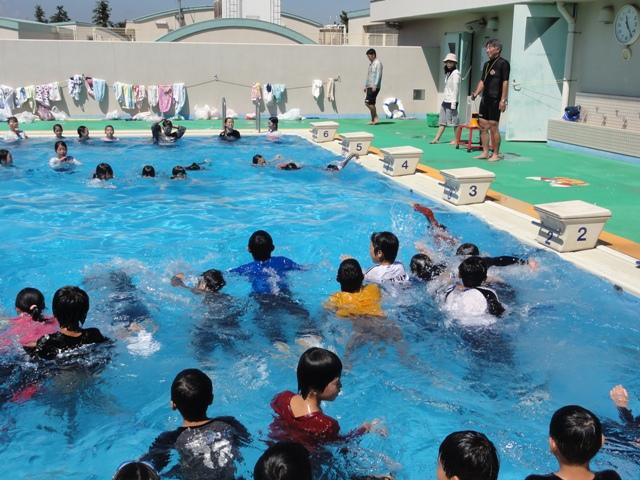 5年 着衣泳 - 藤沢市立六会小学校